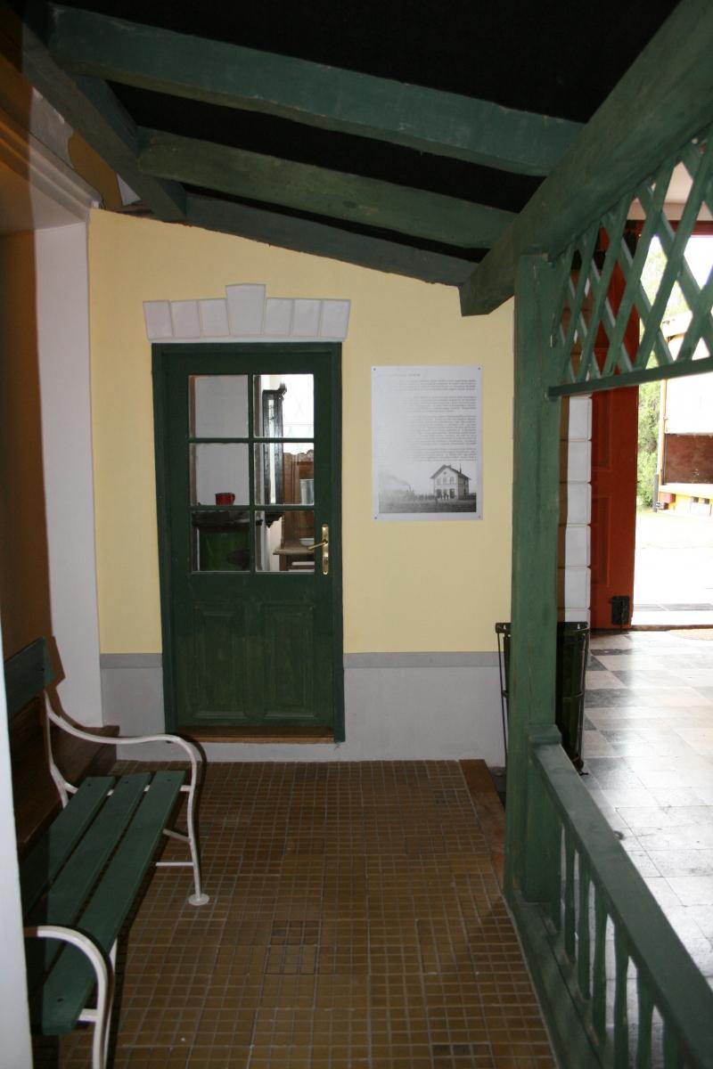Vasútállomás azaz MÁV IV. osztályú fogadóépület